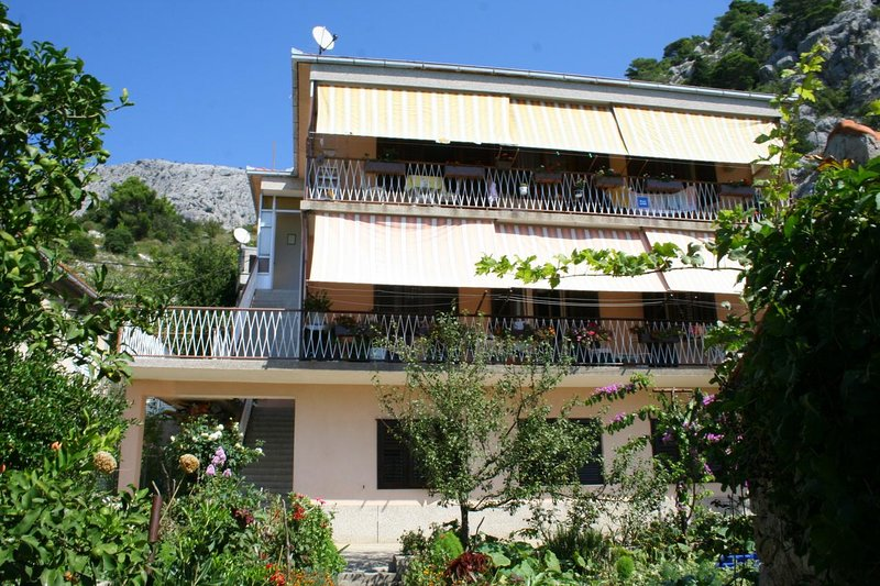 Ravnice Apartment Sleeps 3 with Air Con - 5459770, holiday rental in Borak