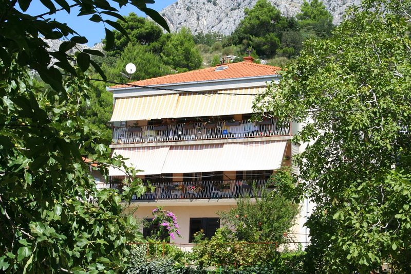Ravnice Apartment Sleeps 2 with Air Con - 5459764, holiday rental in Borak