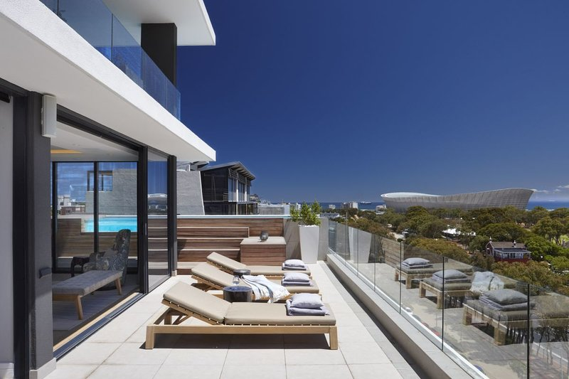 Jade d'Luca - a stylish 3 bedroom apartment in Green Point, Cape Town, holiday rental in Green Point