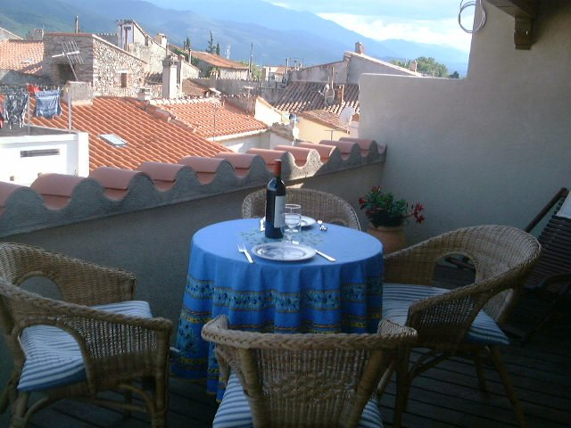 Village house with roof terrass, 30 minutes from the Mediterranean sea, vacation rental in Caramany