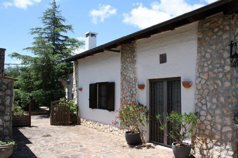 Casa Vacanza con piscina a pochi minuti dal mare, holiday rental in Macchia di Monte