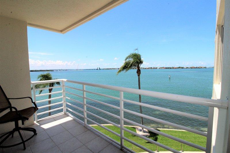 Vue sur la baie depuis le balcon
