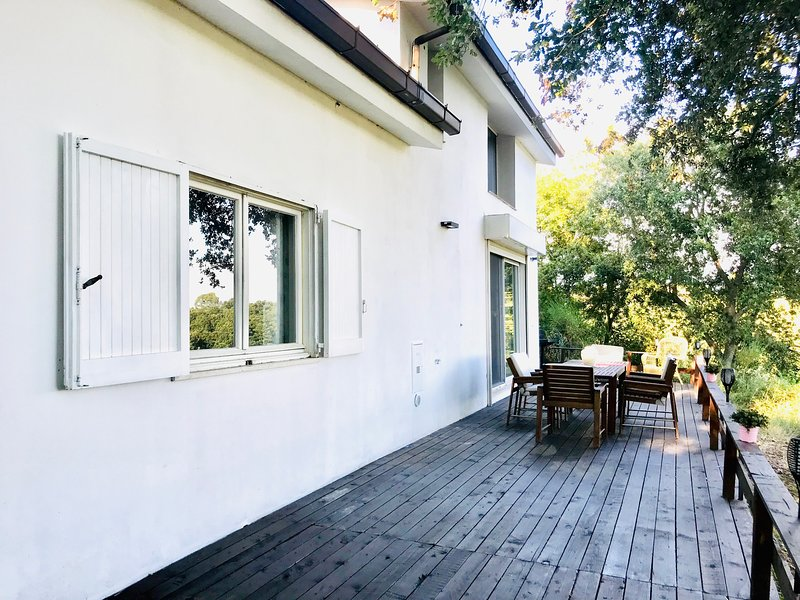 Spacious house with garden & Wifi, location de vacances à Castel Romano