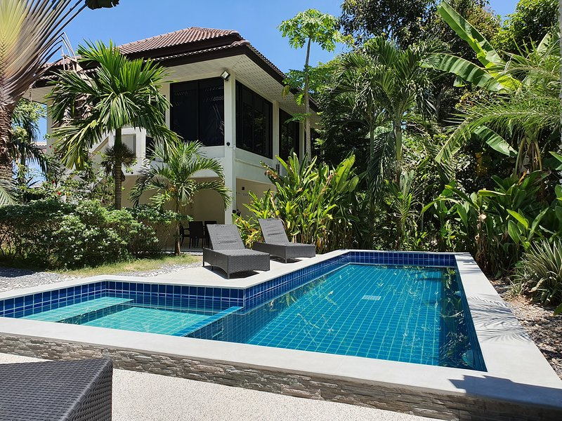 Twin Villas house with a swimming pool, vacation rental in Ban Chalok Ban Kao