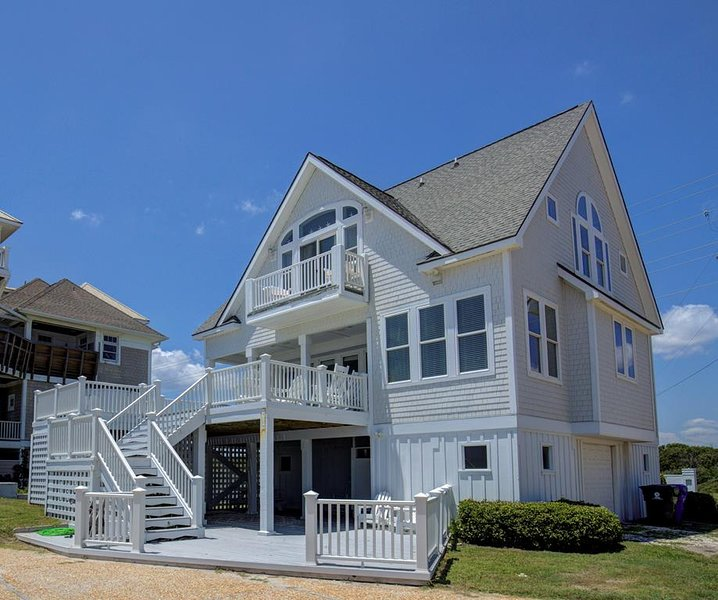 Island Drive 4150 Oceanfront-B Lot!   Internet, Hot Tub, Community Pool, Jacuzzi, holiday rental in North Topsail Beach