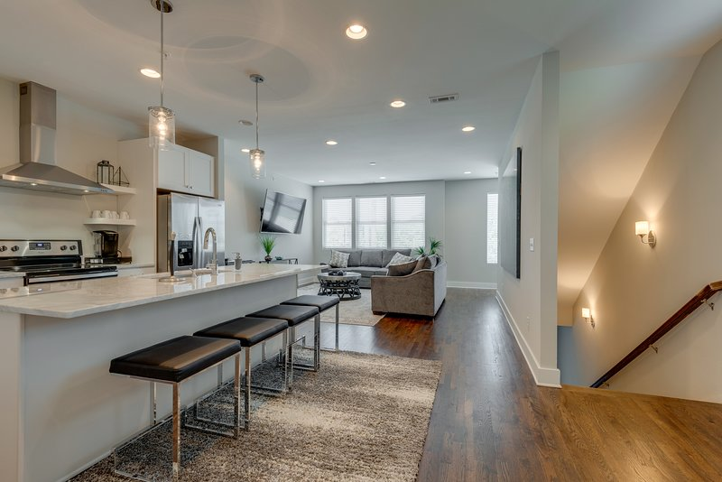 Townhouse with Rooftop Patio | Walk to 12South, vacation rental in Nashville
