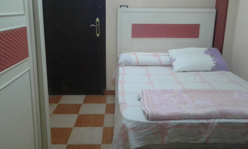 ♥Very Clean and Cozy Room Only for Females ♥, location de vacances à Le Caire
