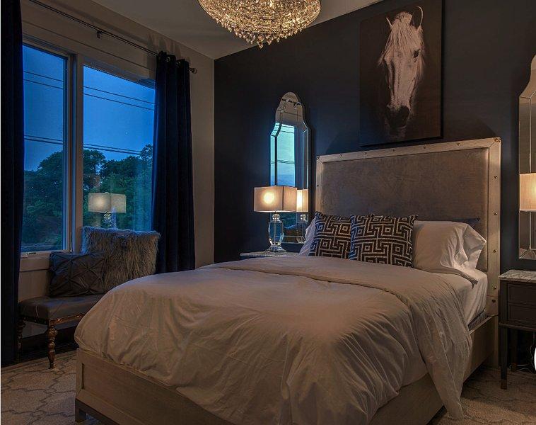 Profitez du confort des draps et des matelas de luxe. Il est facile de dormir avec les rideaux assombrissants.