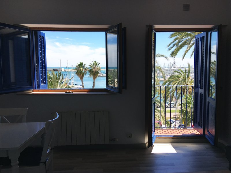 Espectacular apartamento con vista al puerto en el mar Mediterraneo, alquiler de vacaciones en Vilanova i la Geltrú