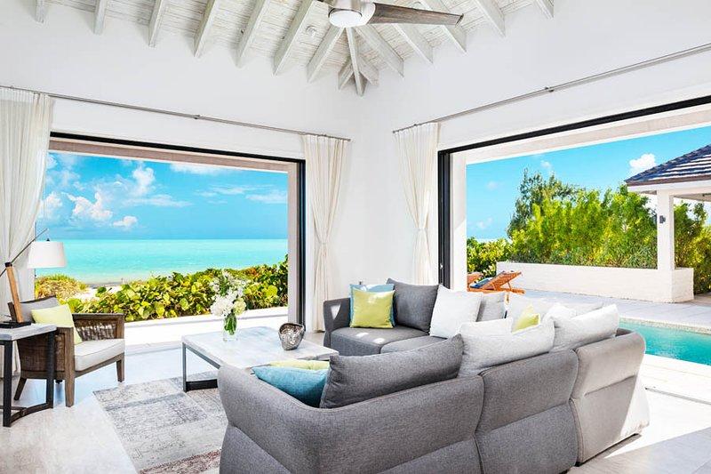 Brise De Mer 2BR Villa - Beachfront, holiday rental in Long Bay Beach