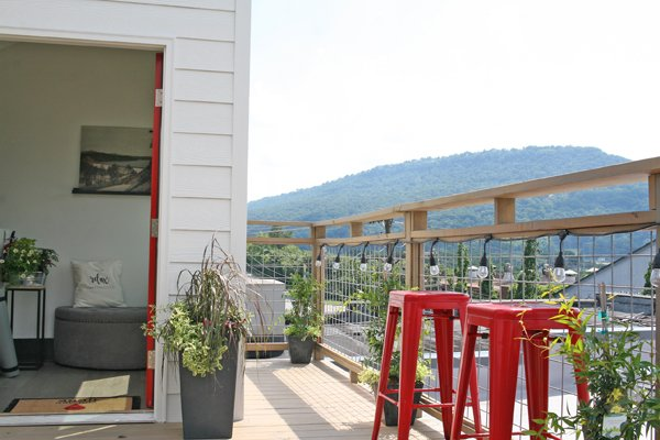 Relax Chattanooga: A Huge Luxury Retreat Above A Spa + Roof Top Deck, aluguéis de temporada em Chattanooga