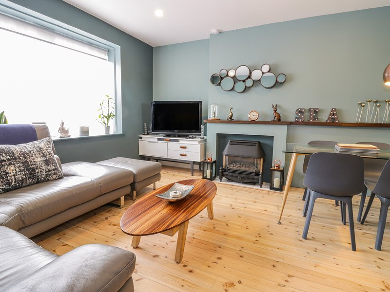 HARBOUR VIEW, open plan living, WiFi, pet friendly, Ref 970493, holiday rental in Dunbar