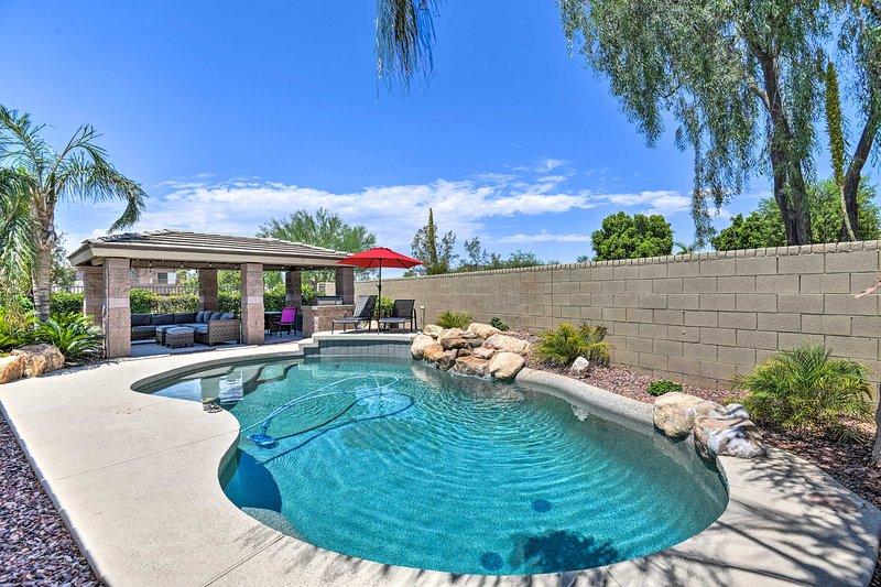 Home w/Game Rm < 5 Mi to Golf + Hiking in Phoenix!, location de vacances à New River