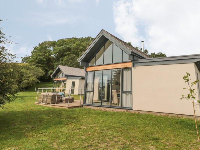 BETONY, pet-friendly, en-suite, near Bamburgh, holiday rental in Waren Mill