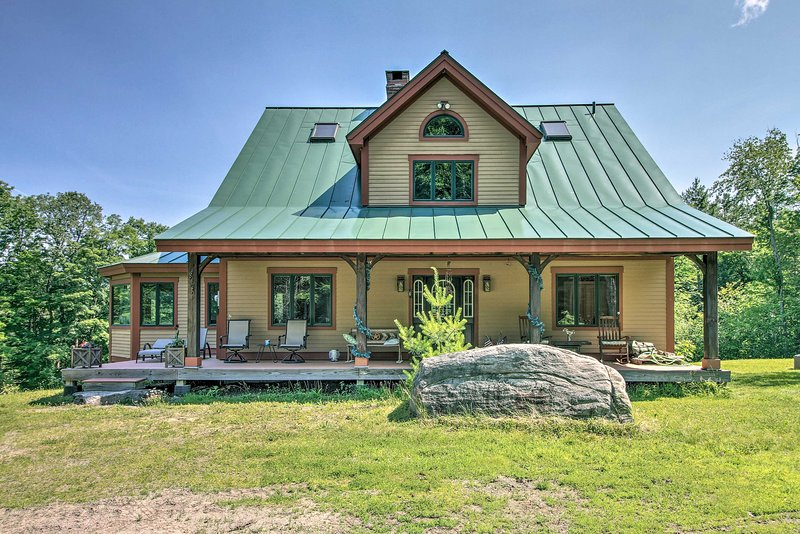 Chester Home w/ Views ~10 Mi to Okemo Mtn Resort!, location de vacances à North Springfield