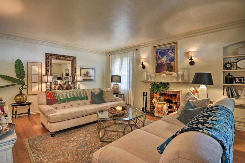 Designer Home with Vintage Charm, holiday rental in Glendale
