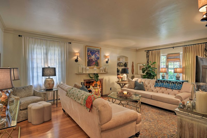This 1-bed, 1-bath vacation rental is an ideal homebase to explore Los Angeles.