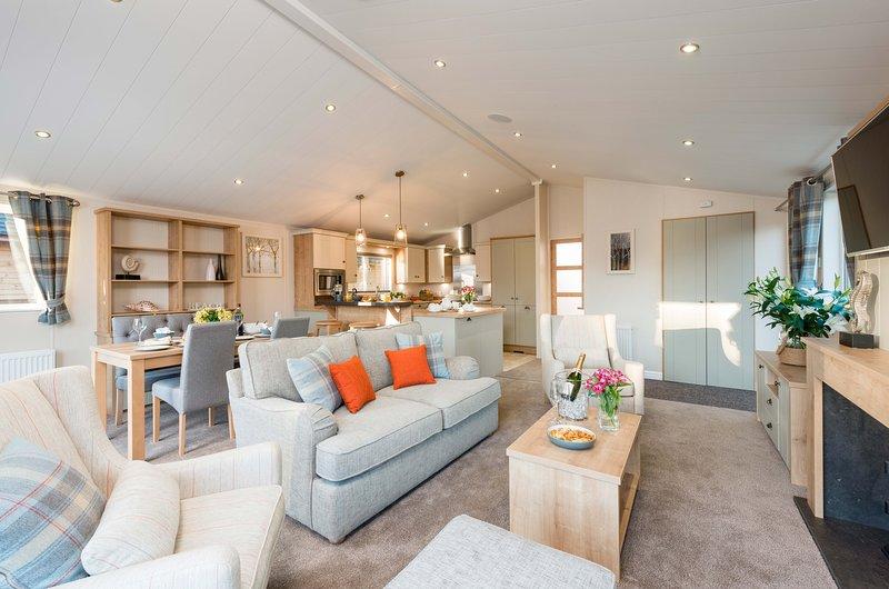 AMMONITE LODGE, 6 bedrooms, Runswick Bay, holiday rental in Runswick