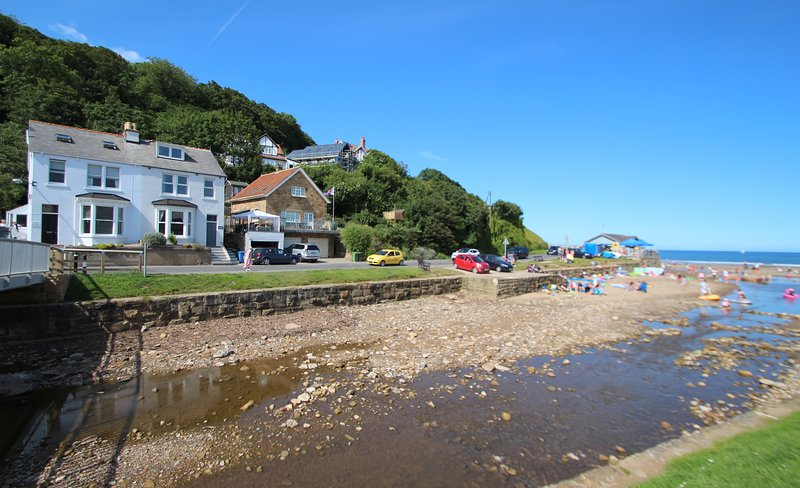 QUAYSIDE, 10 bedrooms, Whitby, vacation rental in Sandsend