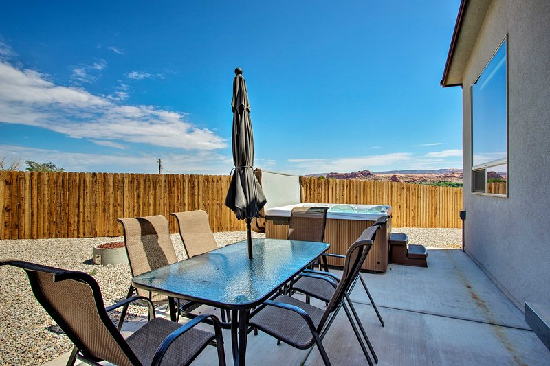 Find luxury in the middle of Moab at this 3-bed vacation rental townhome for 10.