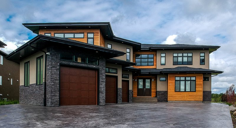 Mansion ! sleeps 16 + guest , close to YYC airport and downtown, holiday rental in Chestermere
