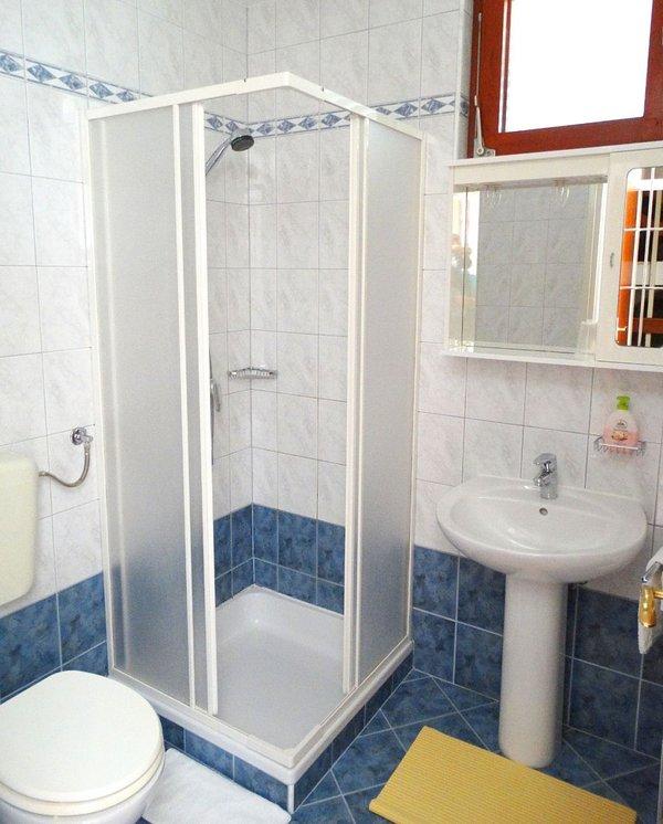 R1 Meer (2): badkamer met toilet