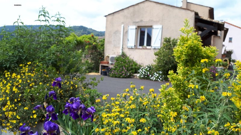 Nice apartment with terrace & Wifi, vacation rental in La Roquette-sur-Siagne