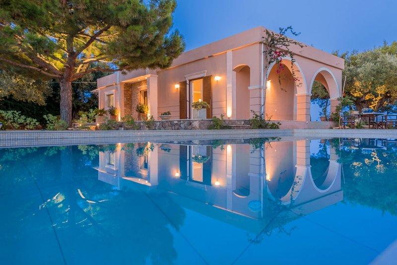 Villa Anatoli-3 bedroom sea view villa with private pool, location de vacances à Kyllini