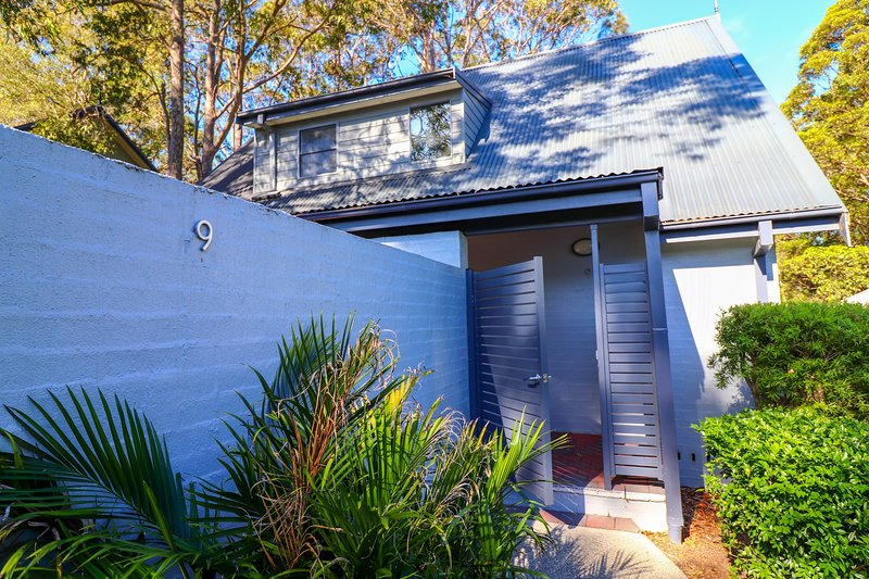 #9 Eucalypt Deluxe Family Resort Cottage - private cottage in Raffertys Resort, vacation rental in Lake Macquarie