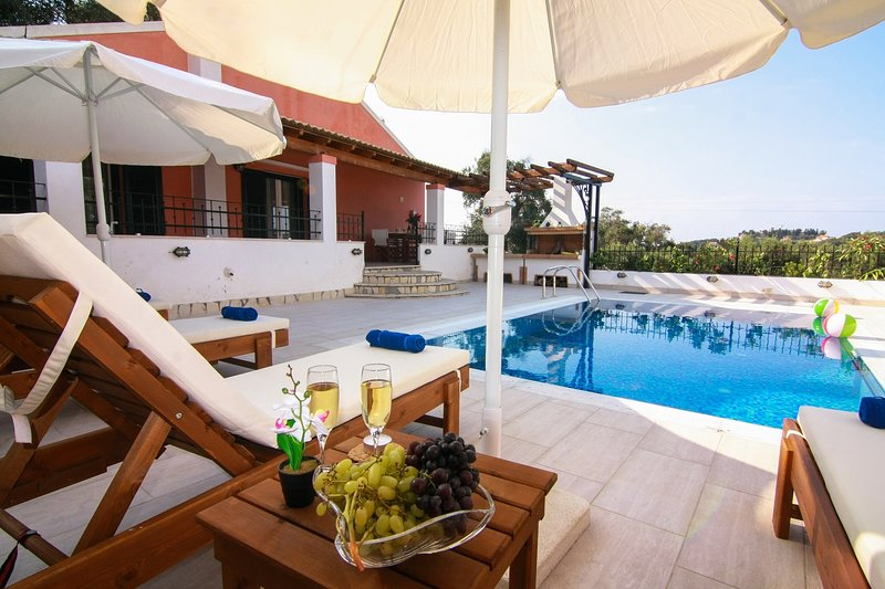 Spacious open plan 3 bedroom villa with pool, holiday rental in Avliotes
