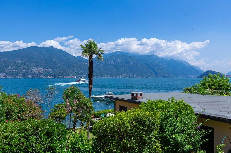 Vista sul lago di Varenna e Bellagio dalla terrazza