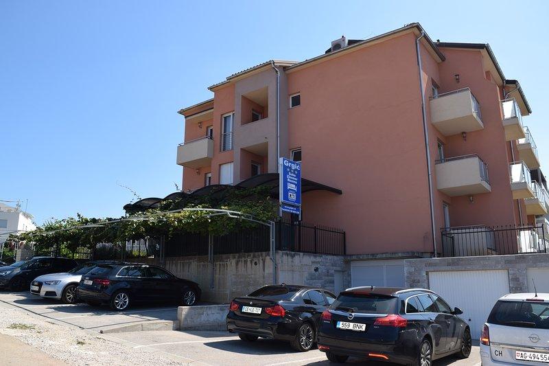 Zweibettzimmer mit Balkon,Frühstück, aluguéis de temporada em Novigrad