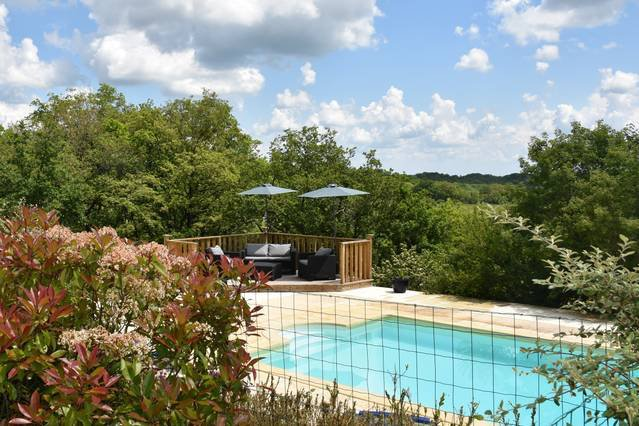 A beautiful two bedroom French villa set in its own grounds with private pool., alquiler vacacional en Nuzejouls