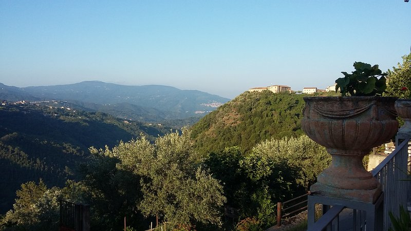Camera 3 - B&B Calabria,con camere ricavate nei locali di un vecchio panificio, holiday rental in Castagna