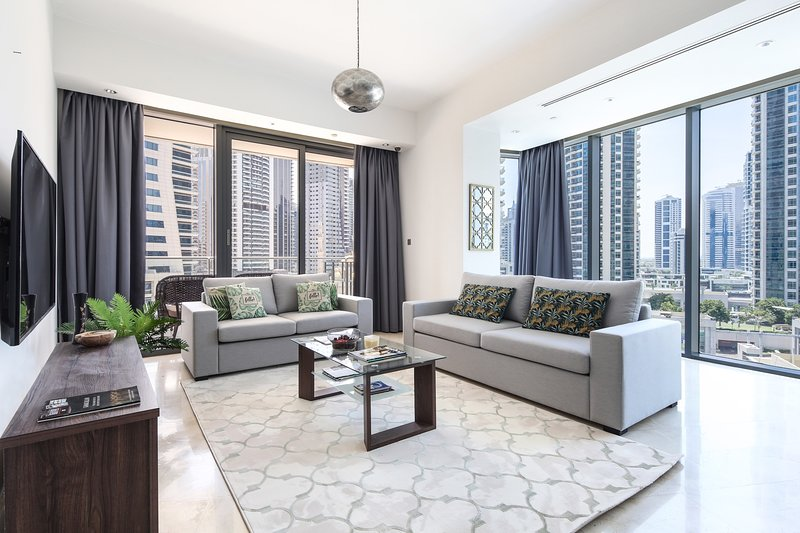 Spacious Luxury 2BR Dubai Marina Apartment, Amazing Location!, holiday rental in Jebel Ali