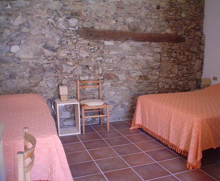 Camera 4 - B&B Calabria,con camere ricavate nei locali di un vecchio panificio, holiday rental in Castagna