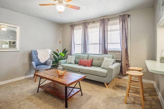 Nice 'n Simple - Cozy & close to Plaza, location de vacances à Oklahoma City