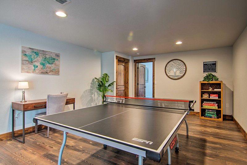 Complete with 2 beds, 1 bathroom & a ping pong table, the space is great for 6!