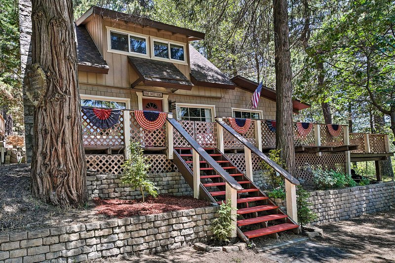 Idyllic Cabin on 50 Acres - 3Mi to Lake Arrowhead!, holiday rental in Crest Park