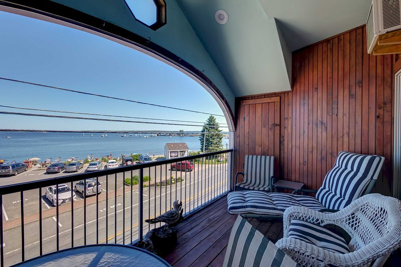 Spacious Lincolnville Penthouse - Walk to Beach!, vacation rental in Lincolnville