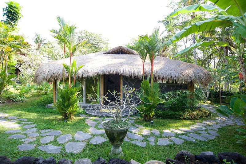 Villa Paradise 2br with big garden, holiday rental in Batubulan