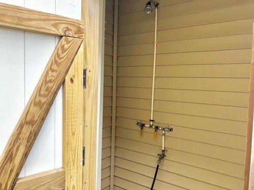 HOT WATER SHOWER CLOSET
