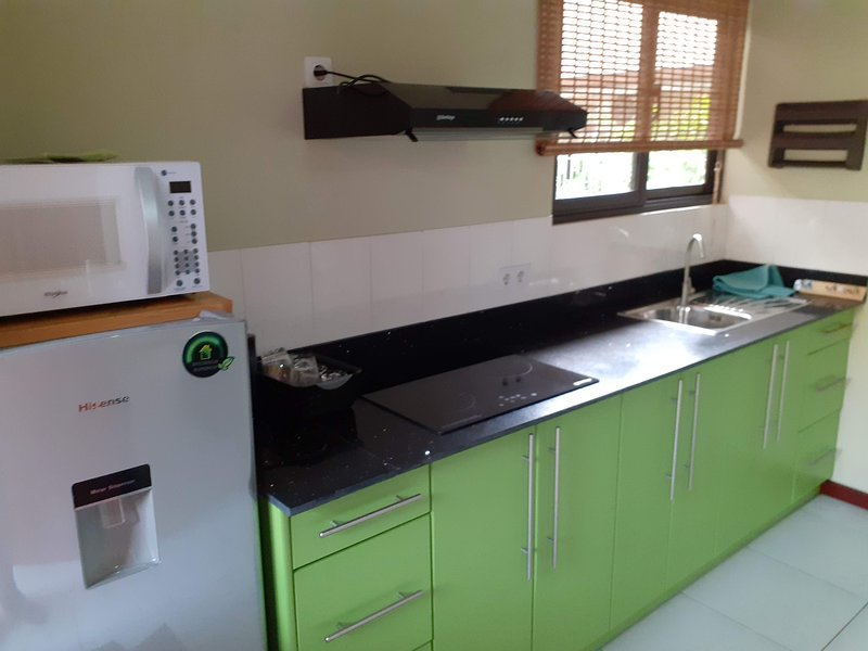 Nieuw appartement met zwembad en prieel in Rainville, Paramaribo Noord (Groen), casa vacanza a Paramaribo District