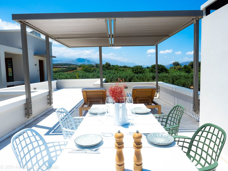 ELIA - Superior Apartment with Balcony & Terrace - Olive Grove & Mountain View, location de vacances à Dramia