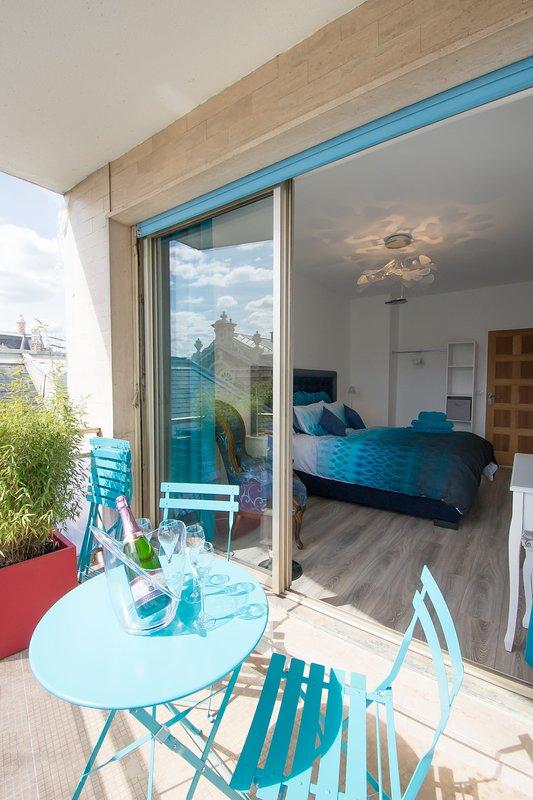 Sovrumssäng 160x200 med TV och terrass