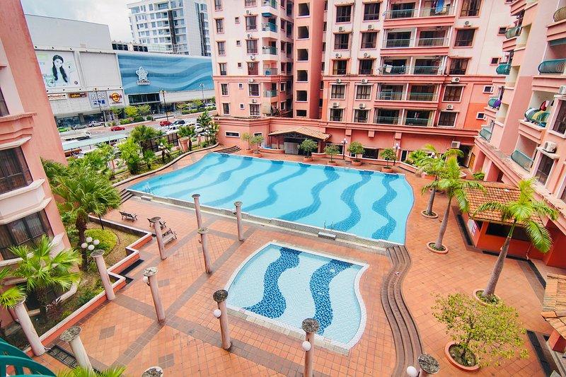 Marina Court Pool View Homestay, vacation rental in Telipok