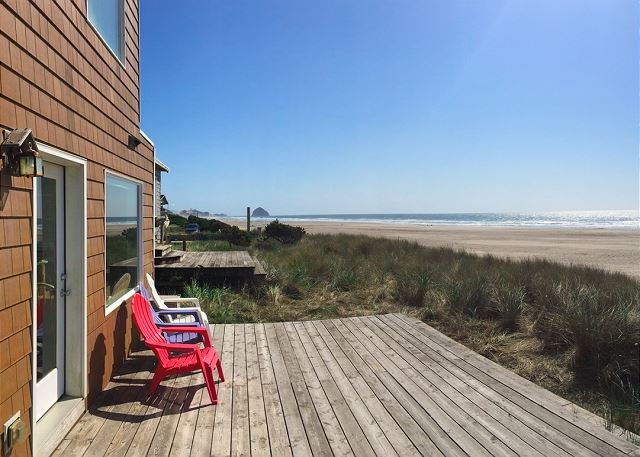 Stunning Oceanfront Gem: Private Deck Overlooking Pristine  Beach, vacation rental in Pacific City