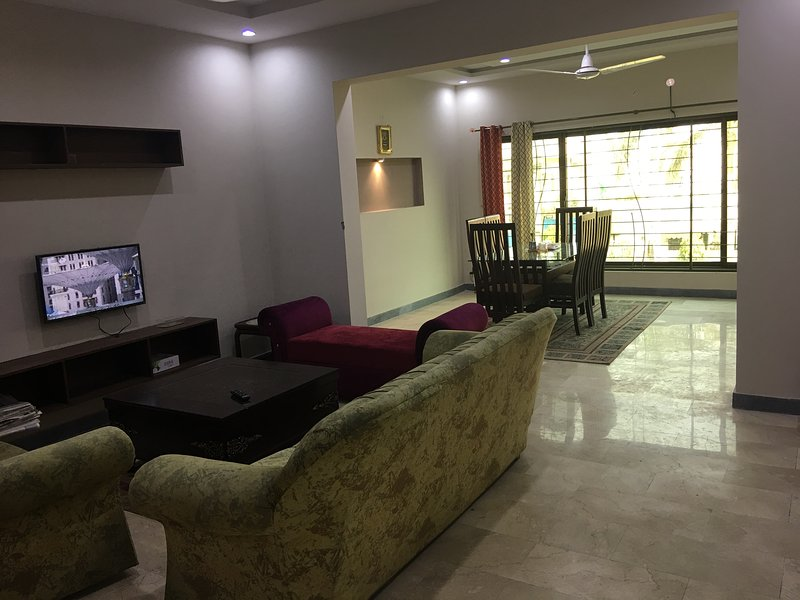 Brand New Spacious Apartment Near Shaukat Khanum, vakantiewoning in Pakistan