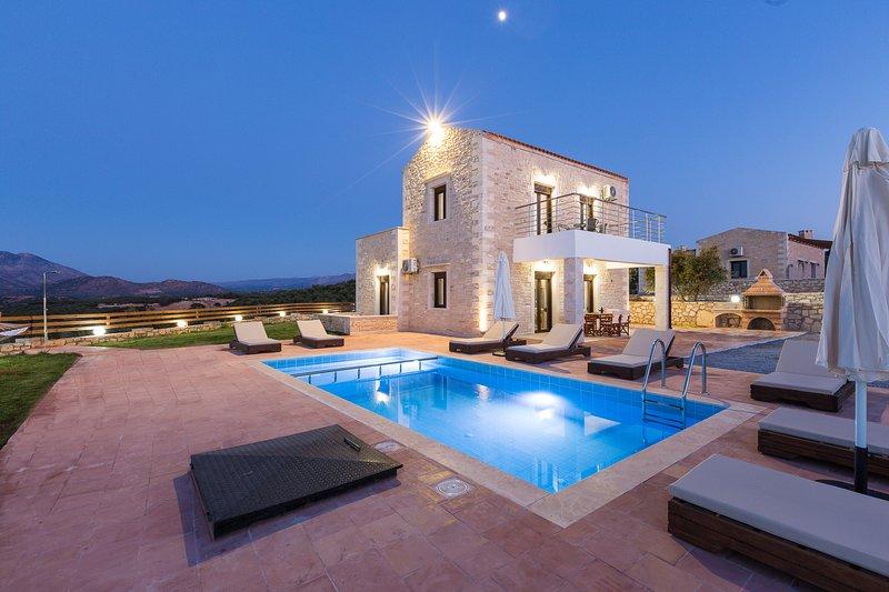 Dimokritos Villa IV, a homestay experience!, vacation rental in Milopotamos
