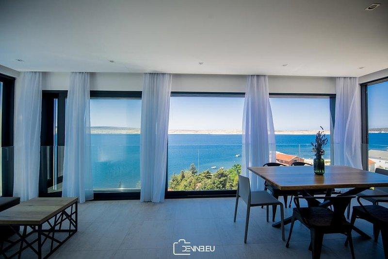 Elite 4Bedroom Suite with Private Infinity Pool, vacation rental in Vidalici